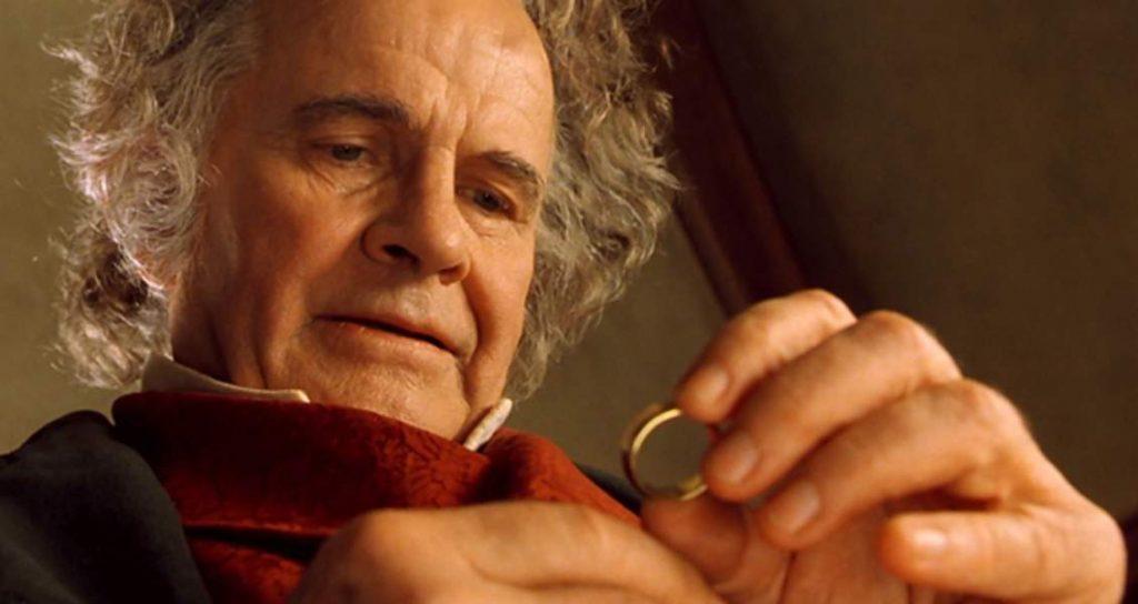 J.R.R. Tolkien y El Señor de los anillos - Página 18 Que-devient-ian-holm-qui-joue-bilbon-sacquet-1024x544