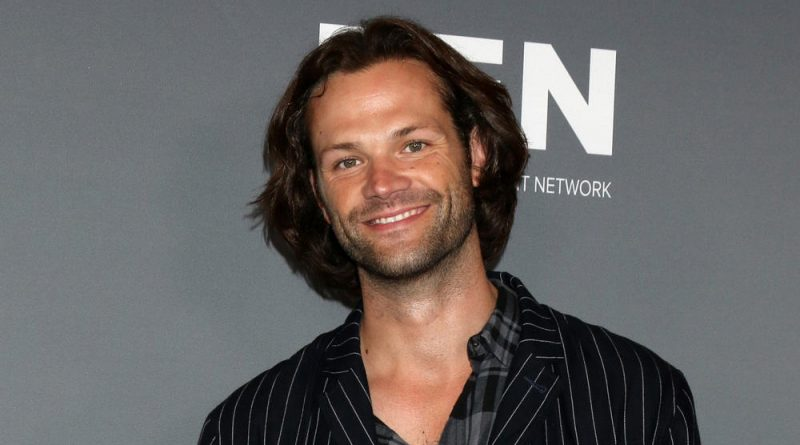 Look at Jared Padalecki on a cute family vacantion photo!