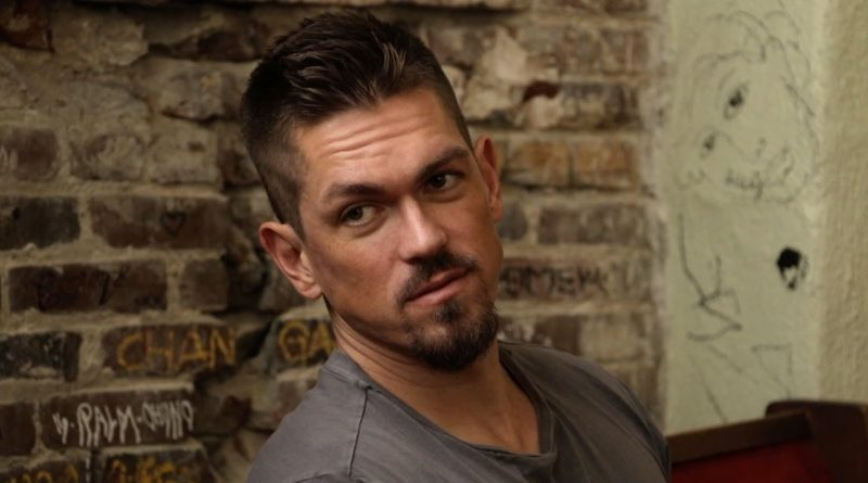 Steve Howey shared a cute photo of him and his wife for Valentine's (Photo)